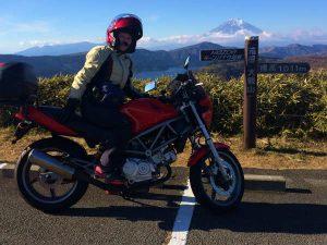 新年初ツーリングに最もふさわしい場所 Mazdaターンパイク大観山山頂のラウンジは富士見の絶景ポイント!