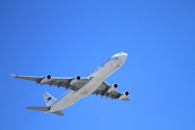 遠距離介護の交通費負担を少しでも軽くするー航空会社の介護割引